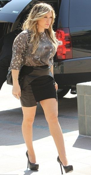 Hilary Duff: black platform pumps and great legs
