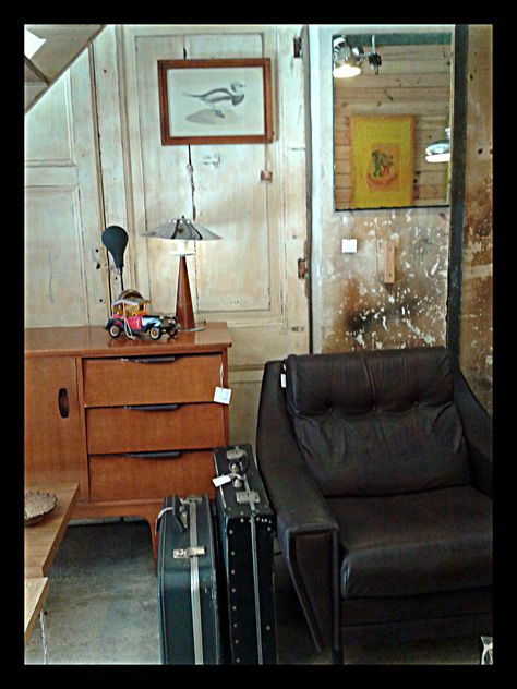 Valnot // cr Viladomat 30 // 08015 Barcelona   Más valnot en: www.valnot.es // Tumblr // Google+ // Pinterest // Facebook // Instagram // Foursquare   #valnot #barcelona #bcn #retro #vintage #furniture #vintagefurniture #reciclatjevintage #reciclaje #reciclatge #tallerderestauracion #tallerrestauracion #openworkshop #decoracion #decoracio #decoration #mobles #muebles #lamps #lamparas #llums #curiositats #curiosities