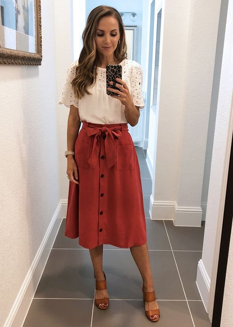 These cute memorial day outfits will give you some inspiration to get dressed up this weekend! From cute dresses to white jeans, there's an outfit for you. Clothing Haul, Modest Clothing, Modest Fashion, Navy Clothing, Clothing Accessories, Business Casual Outfits, Professional Outfits, Casual Church Outfits, Church Outfit Winter