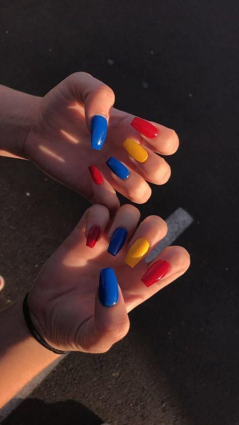 25+ ›Uñas de colores primarios #AcrílicoNailsShort - #acriliconailsshort #colores #primarios