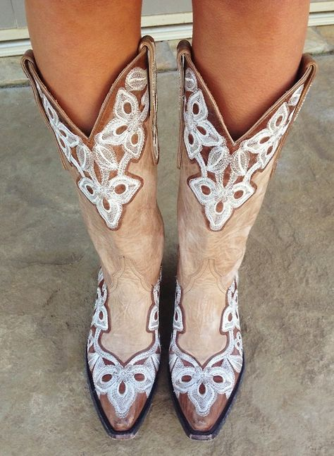I love me a pair of cowgirl boots ~ Yee~Haw!!!   pinkandgreenlivingthedream:  Perfect weather in Fort Worth for some Old Gringo cowboy boots!