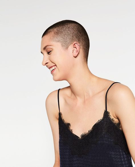 Image 3 de TOP NUISETTE EN JACQUARD de Zara