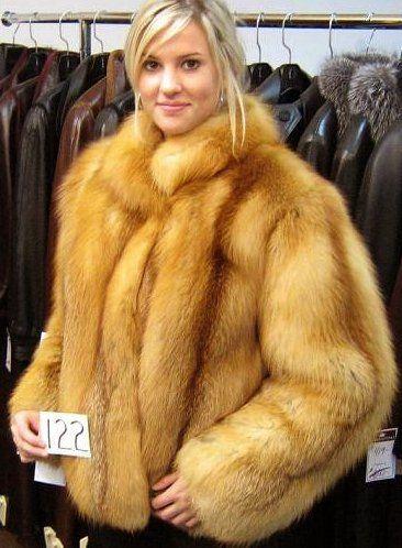 Pin by Tomasz Pietrasik on bikini futra fur coat girls | Pinterest ...