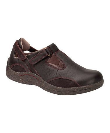 Take A Look At This Brown Florence T Strap Shoe By Barefoot Freedom On Zulily Today Womensshoestores T Strap Shoes Women S Jelly Shoes Trending Womens Shoes