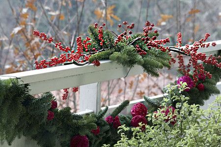 17 Ideas Para Decorar Tu Balcón O Terraza En Esta Navidad Christmas Decorations Natural Christmas Decor Christmas Apartment