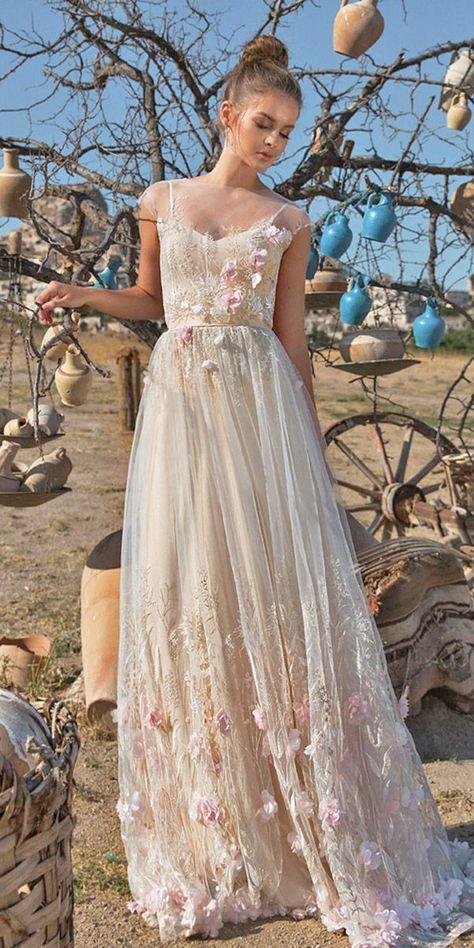 a1a0b58936a7 Překrásné dlouhé světlé společenské tylové šaty celé zdobené unikátní  krajkovou výšivkou a kamínky