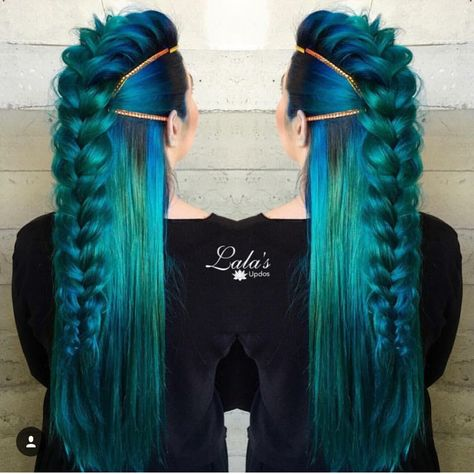 Love this plait for my peacock hairstyle. Especially as its down the middle. I'd love to add some hairpieces or accessories to this.