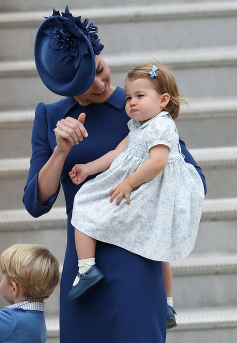 Prince George & Princess Charlotte's Big Canada Debut Will Make You Melt — PHOTOS | Bustle