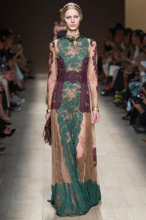 e213efad79e Valentino New mysterious silhouette French Lace Gown