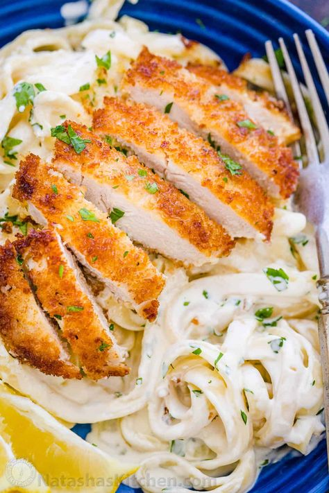 Lemon Chicken Pasta is an easy 30-minute dinner. This chicken pasta tastes like a restaurant quality meal and the lemon cream sauce will win you over. #lemonchickenpasta #chickenpasta #lemoncreamsauce #lemonchicken #chicken #chickendinner #natashaskitchen