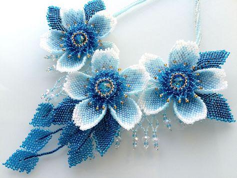 ブルーのお花のボリュームビーズネックレス