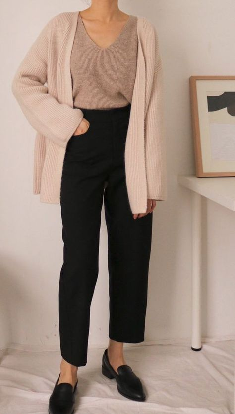 5 Simple Ways To Create A Minimalist Capsule Wardrobe.   Chic Style Collective