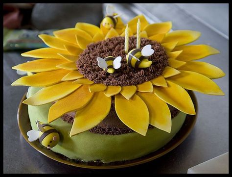 Sunflower and Bees cake