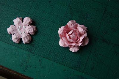 Wczoraj Zrobilam Roze Ze Zwyklego Papieru Kolorowego 120g Ktory Kiedys Kupilam W Lidlu Spodobala Mi Sie Bardzo W How To Make Rose Paper Punch Art How To Make