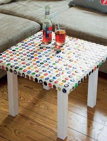 Diy Anleitung Tisch Verzieren Mit Kronkorken Das Haus Kronkorken Kronkorkentisch Holzarbeiten Tisch