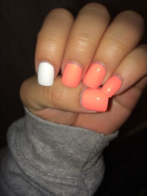Short acrylic nails. Perfect for spring! Peachy color with white! Are you looking for peach acrylic nails design? See our collection full of peach acrylic nails designs and get inspired! #AcrylicNails