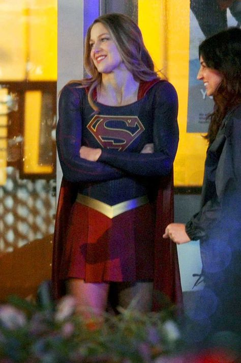 Supergirl Melissa Benoist Fighting Crime But Who S Behind The Mask Supergirl Melissa Benoist Supergirl Flash
