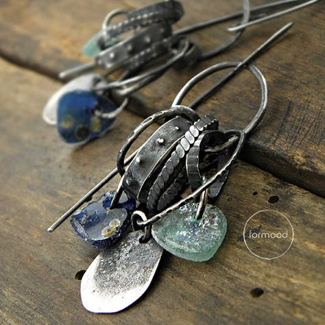 Jewelry   Jewellery   ジュエリー   Bijoux   Gioielli   Joyas   Art   Arte   Création Artistique   Artisan   Precious Metals   Jewels   Settings   Textures   Earrings raw sterling silver and ancient glass by studioformood
