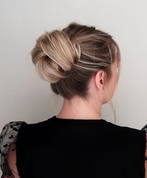 Big layered bun updos easy DIY hairstyle tutorials @whatlydialikes via Instagram