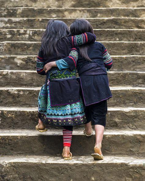 Best Friends. Hmong Girls, Sapa, Vietnam