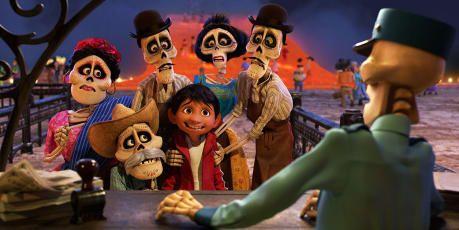 Coco La Película De Pixar Del Día De Muertos Blog Domestika En 2020 Películas De Pixar Películas Familiares Pixar