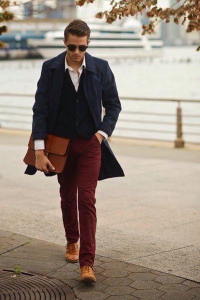 vraie qualité meilleure sélection de acheter pas cher pantalon chino bordeaux porté avec un pardessus bleu marine ...