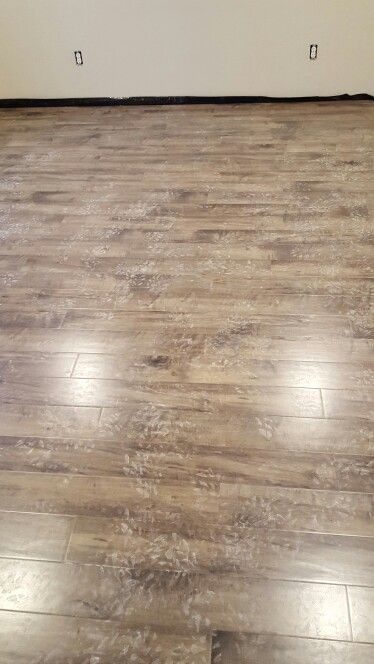Southbridge Scraped Oak Laminate Flooring In 2020 Oak Laminate