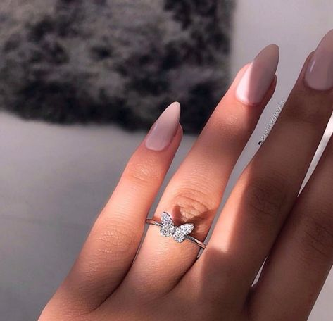 Black Diamond Engagement Ring Set Rose Gold Matching Rings with Black Diamonds Vintage Engagement Rings - Fine Jewelry Ideas Cute Jewelry, Jewelry Accessories, Fashion Accessories, Fashion Jewelry, Fashion Earrings, Jewelry Ideas, Gold Jewelry, Jewelry Trends, Metal Jewelry