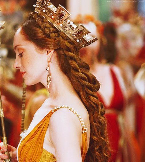 Giulia Farnese from The Borgias. (Played by Lotte Verbeek. Renaissance Hairstyles, Historical Hairstyles, Disney Cosplay, Los Borgia, Lotte Verbeek, The Borgias, Hair Reference, Historical Costume, Hair Art