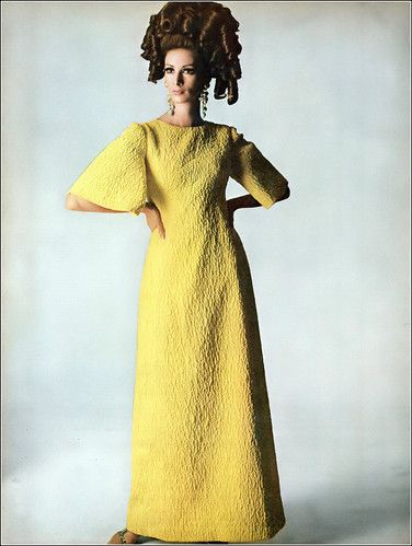 Wilhelmina In Bright Yellow Silk Cloque Dress With Bell Sleeves By Stella Coiffure By Kenneth Apex Art Earrings Photo By Irving Penn Vogue April 1 1965 In 2020 Bell Sleeve Dress Dresses 1969 Fashion