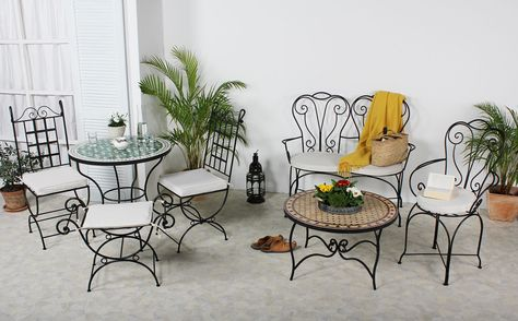 Unsere handgeschmiedeten Möbel aus Marokko schaffen drinnen & draußen eine mediterrane Atmosphäre. Orientalische Hocker und Eisenbänke mit individuellem Charakter. Stabile Eisenstühle mit fein geschwungenen Zierelementen oder auch schlicht und gerade geformte Sitzmöbel - passend zu einem modernen Wohnstil. Eisenmöbel aus Marokko sind massiv und rustikal nach alter Tradition geschmiedet. www.albena-shop.de