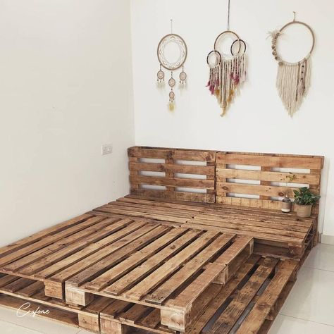 Adorable Pallet Bed Ideas You Will Love - Crafome - - Pallet beds are of great interest because they are useful, long-lasting and suitable for every style. Here are the beautiful pallet bed ideas. Cute Room Decor, Teen Room Decor, Decor Diy, Diy Home Decor On A Budget, Decor Crafts, Decor Ideas, Fall Decor, Decorating Ideas, Diy Pallet Bed