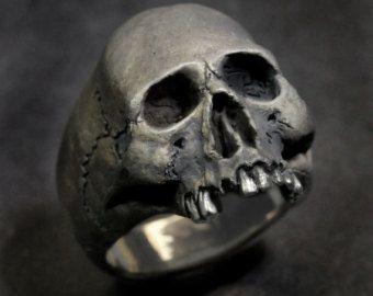 Bague skull and bones