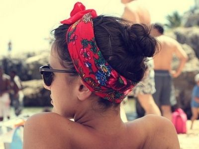 Scarf + messy bun = perfect poolside style