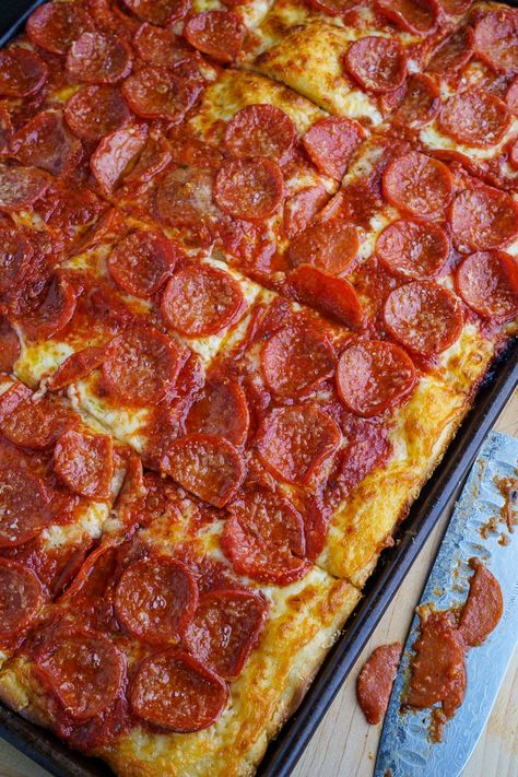 Sicilian style pizza with a thick focaccia crust that is nice and crispy on the bottom and soft in the middle all topped off with plenty of cheese, a tasty tomato sauce, and pepperoni! Sicilian Pizza Recipe, Sicilian Style Pizza, Sicilian Recipes, Pan Pizza Crust Recipe, Soft Pizza Dough Recipe, Homemade Pizza Recipe, Sicilian Food, Homemade Breads, Pizza Tradicional