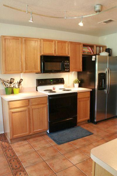 Great Ideas To Update Oak Kitchen Cabinets Oak Kitchen Cabinets Oak Kitchen Kitchen Flooring