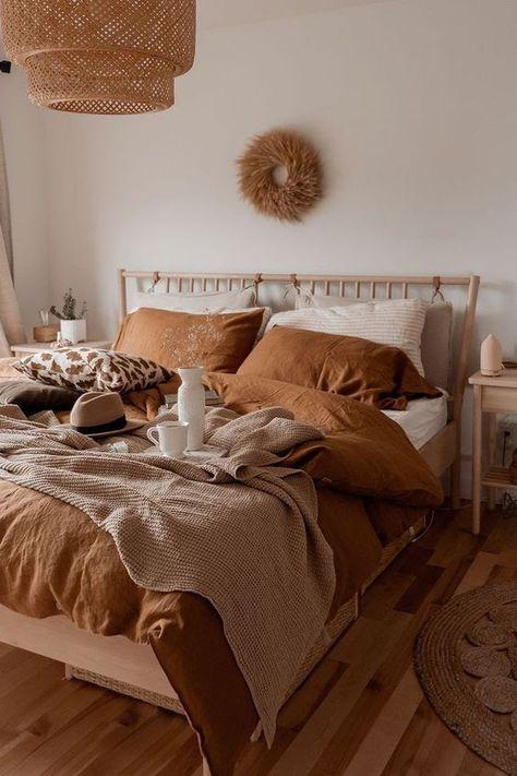 Tan bedding on neutral bedroom Tan bedding on neutral. - campusfashion - Tan bedding on neutral bedroom Tan bedding on neutral bedroom - Boho Bedroom Decor, Bedroom Inspo, Earthy Bedroom, Bohemian Bedrooms, Warm Cozy Bedroom, White And Brown Bedroom, Bohemian Bedding, Orange Bedroom Decor, Nature Bedroom