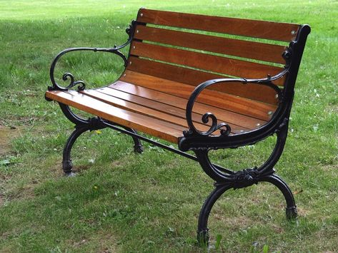 WPC bench looks and feels like natural wood. But wpc bench is more durable and suitable for used in natural park and garden.