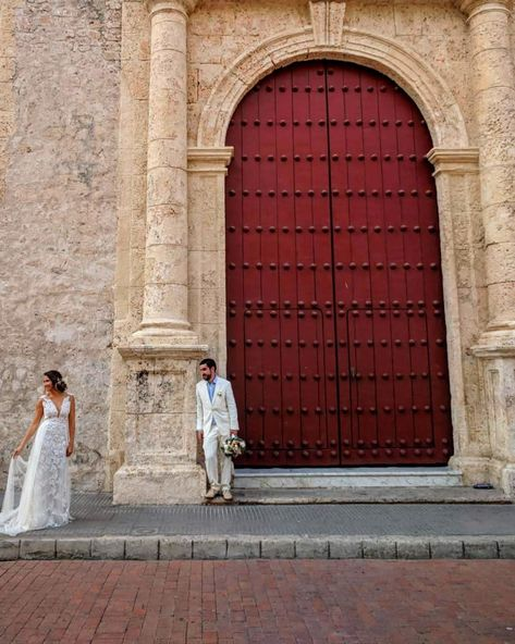 What a lovely moment between two people in love ♥️ Captured this beautiful photo last April in Colombia while wandering the streets. How can you NOT fall in love in the streets of Colombia? 🤔 ...  portraitoftheday  weddingphotography  landscape_captures  landscape_capture  doorway  colombia  amoreterno  amores  boda  beautifulmoments  wonderful_location  colombianos  travellingthroughtheworld  travelshot  gratitude  streetphotography  gracias  sudamerica  artofvisuals  visualsoflife  instacolom