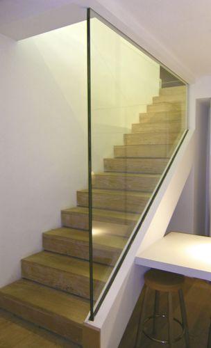 Garde-corps d\'intérieur / en verre / pour escalier / à barreau ...