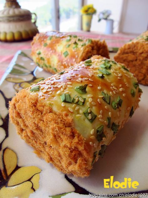 Bread Roll With Pork Floss And Spring Onion