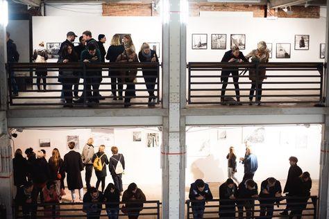 Vernissage von ZEHN, der Abschlussausstellung der Absolventen der Ostkreuzschule für Fotografie. Unbedingt hingehen, es lohnt sich! © Lena Meyer
