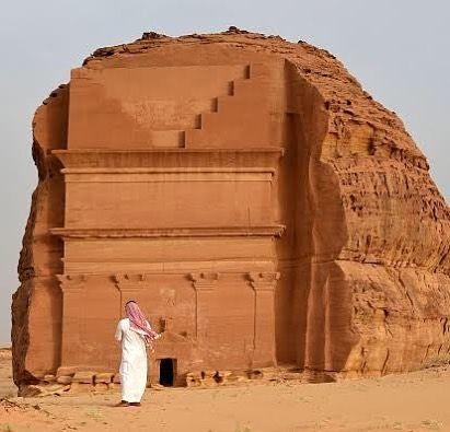 صورة لمدائن صالح بالمملكة العربية السعودية رغم أن مدائن صالح لم تحظ بما حظيت به مدينة البتراء في الأردن من شه Monument Valley Mount Rushmore Natural Landmarks