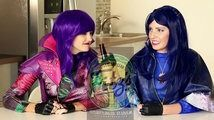 Mal & Evie Soda Challenge with Descendants Whats in my Mouth