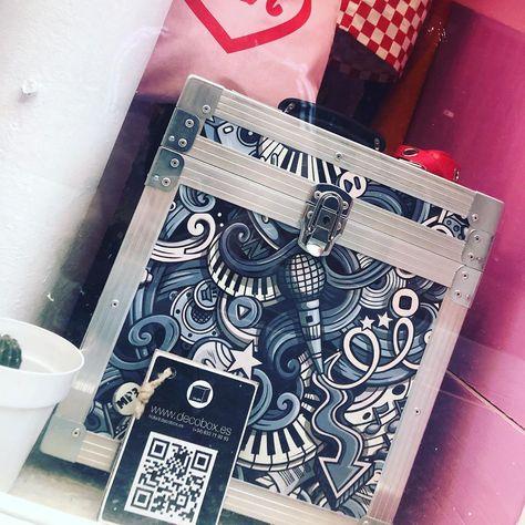 Vinylcase en @arigatonyao #soundengineering #decorationideas #lahoramusa #artesanal #artesania #handmade #backstage #sonidodirecto #woodworking #madera #musicengineers #sound #soundengineers #livesound #livesoundengineers #recording #recordingstudio #homestudio