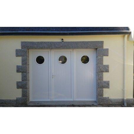 Porte De Garage Battante Ouverture A La Francaise 3 Vantaux Avec Hublots Ronds Porte Garage Garage Porte De Garage Sectionnelle
