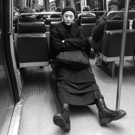 https://i.pinimg.com/474x/3b/cf/79/3bcf79d5da237cfbac7a74aa9ddd4ad4--goth-ninja-yohji-yamamoto.jpg