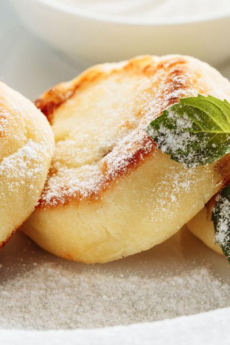Quarkkäulchen kennen wir noch von Omas Kaffeetafel. Mit ein paar Tricks lässt sich auch eine kalorienarme (und trotzdem fluffige!) Variante zaubern