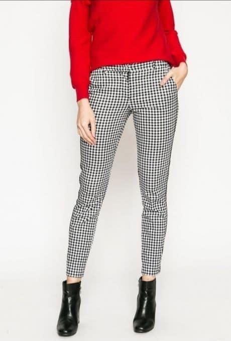 Pin De Gloria Zeballos En Outfits Inspiracion En 2021 Pantalon Cuadros Mujer Pantalones Estampados Outfits Pantalones De Cuadros