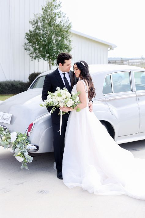 Vintage wedding exit with classic vintage car - #weddinginspiration #weddingideas #weddingphoto #weddingphotoideas #weddingphotoinspiration #sanantoniowedding #texaswedding #bride #brideandgroom #brideandgroomphotos